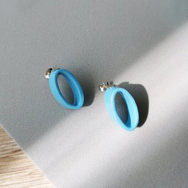 Oval earrings in baby blue