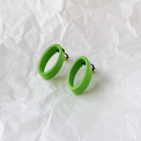 Oval earrings in green
