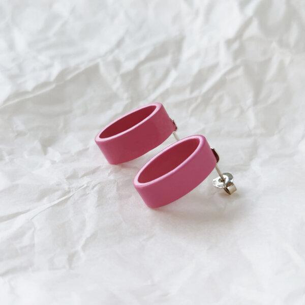 Oval earrings in baby pink